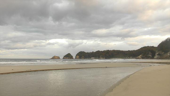 岩の感じが日本海側
