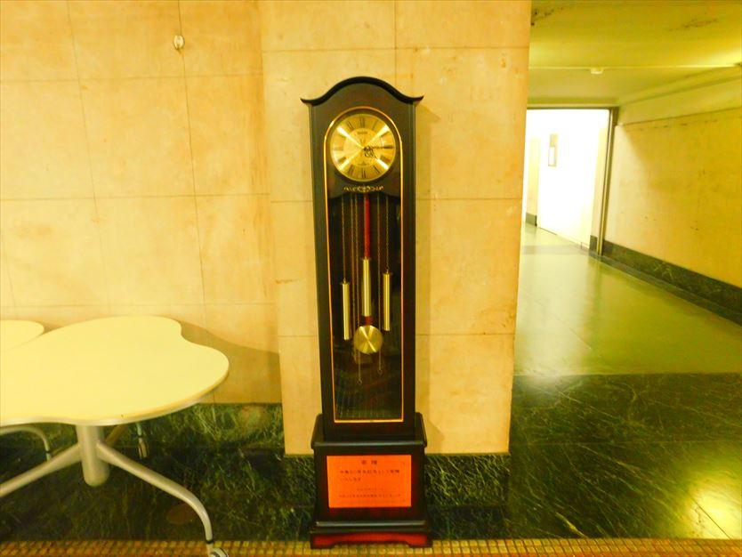 校舎内の古時計