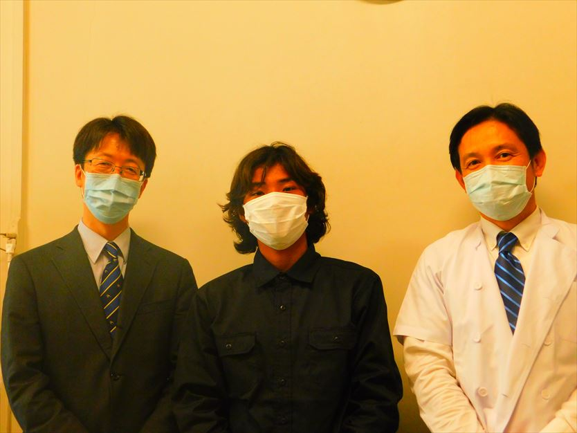 安西教授(左)、坂本先生と